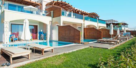 Junior-suite med privat pool på Hotel Mythos Beach Resort i Afandou på Rhodos