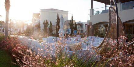 Relax-poolen og a la carte-restauranten på Hotel Mythos Beach Resort i Afandou på Rhodos