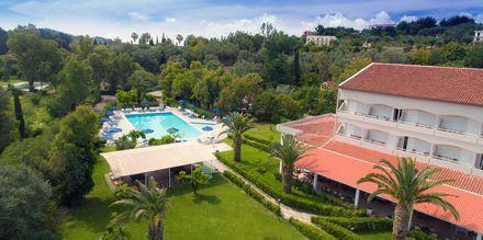 Pool på hotel Livadi Nafsika i Dassia på Korfu.