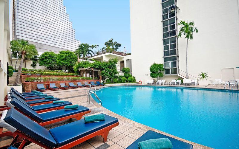 Poolen på Hotel Narai i Bangkok i Thailand.