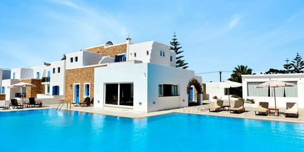 Poolområde på hotel Naxos Holidays i Naxos by