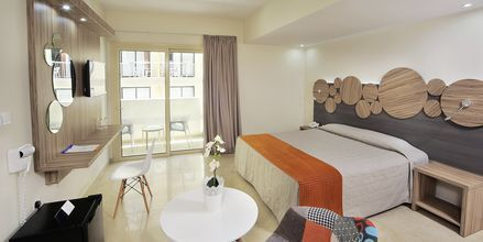 Familie-værelse på Hotel Nelia Beach på Cypern.