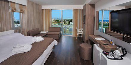 Junior-suite på hotel Nestor i Ayia Napa, Cypern