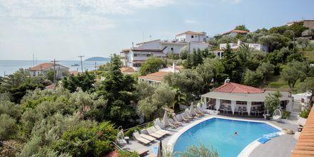 Poolområde på Hotel Nicholas i Megali Ammos på Skiathos, Grækenland.