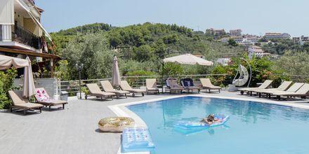 Poolområde på Hotel Nicholas i Megali Ammos på Skiathos.
