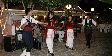 Traditionel dans på Hotel Nikolas Villas ved Hersonissos på Kreta.