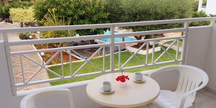 Balkon på Hotel Nikolas Villas ved Hersonissos på Kreta.