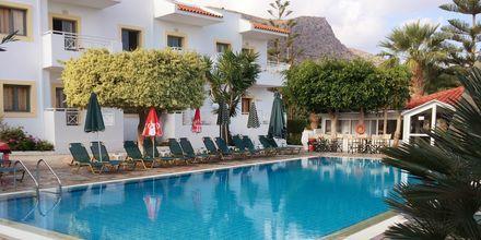 Poolområde på Hotel Nikolas Villas ved Hersonissos på Kreta.