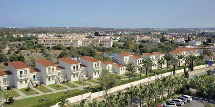 Hotellets bungalowområde hvor 1- og 2-værelses lejligheder er beliggende på Nissiana i Ayia Napa, Cypern.
