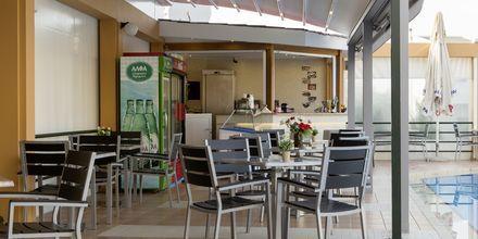 Poolbaren på hotel Nontas på Kreta, Grækenland