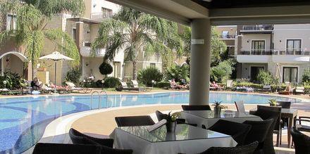 Pool på Okeanis Golden Resort i Agii Apostoli på Kreta, Grækenland