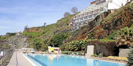 Poolen på Hotel Orca Praia på Madeira, Portugal.