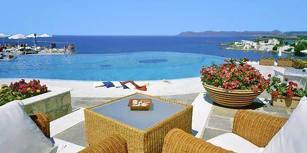 Udsigt over poolen på hotel Panorama på Kreta, Grækenland.