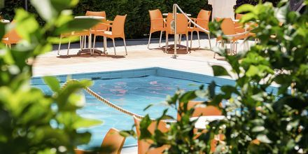 Pool på Hotel Paradise Ammoudia i Ammoudia, Grækenland.