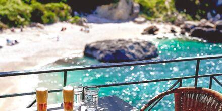 Krioneri Piso-stranden i Parga i Grækenland.