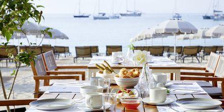 Morgenmad med skøn havudsigt på Hotel Parga Beach, Grækenland.