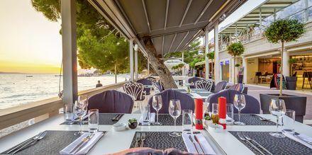 Restauranten nede ved stranden på Hotel Park i Makarska, Kroatien.