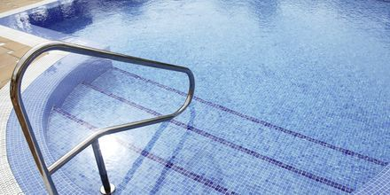 Poolområdet på Hotel Parque de las Americas på Tenerife, De Kanariske Øer, Spanien.
