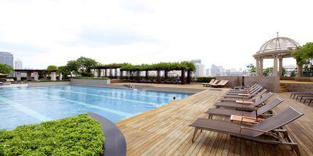 Poolområde på Hotel Pathumwan Princess i Bangkok, Thailand.