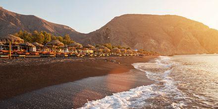 Perissa/Perivolos på Santorini, Grækenland.