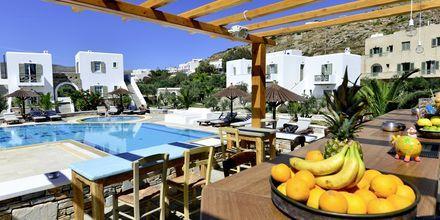 Poolbar på Hotel Petros Place på Ios, Grækenland.