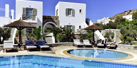 Poolområde på Hotel Petros Place på Ios, Grækenland.