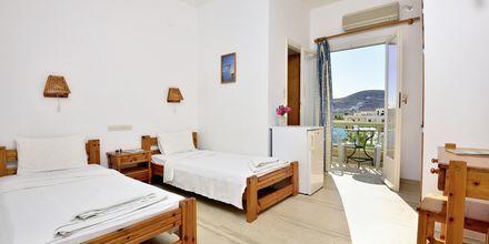 Dobbeltværelse på Hotel Petros Place på Ios, Grækenland.