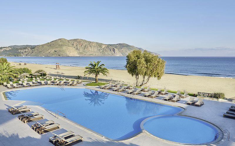 Poolområdet på Hotel Pilot Beach i Georgioupolis på Kreta, Grækenland.