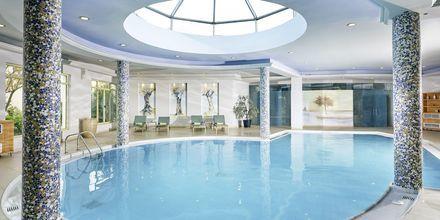 Indendørs pool på Hotel Pilot Beach i Georgioupolis på Kreta, Grækenland.