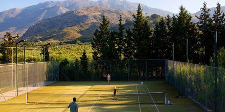 Tennis på Hotel Pilot Beach på Kreta, Grækenland.