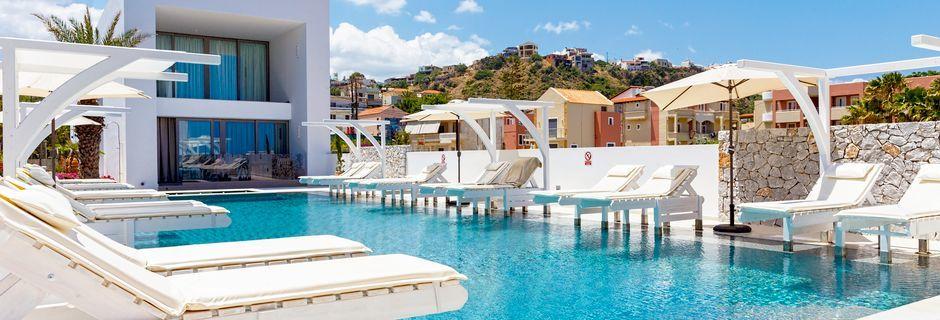 Poolen på Hotel Platanias Ariston på Kreta, Grækenland.