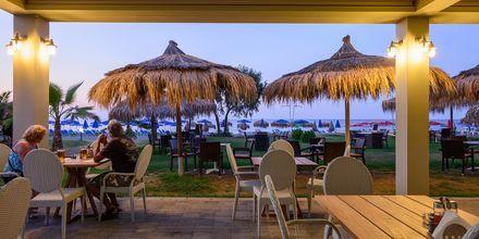 Restaurant og bar på Hotel Platanias Mare på Kreta, Grækenland.