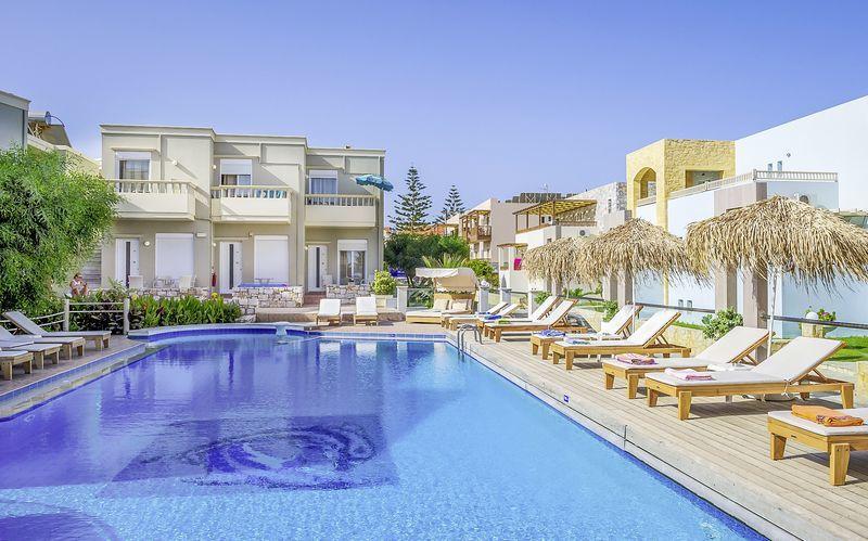 1e7fd67f Poolområde på Hotel Platanias Mare på Kreta, Grækenland.