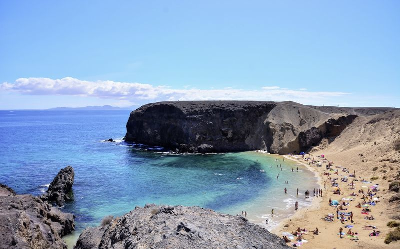 Byen Playa Blanca ligger nær de populære Papagayostrande.