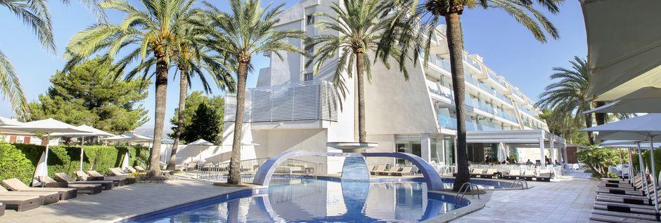 Poolområde på Hotel Playa de Muro Suites på Mallorca.