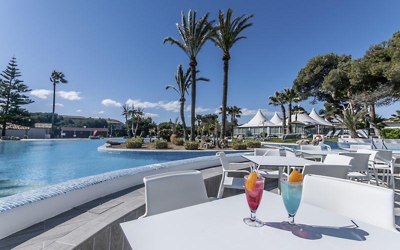 Bar på Playa Esperanza Suites på Mallorca, Spanien.