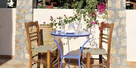 Udemiljø på Hotel Polydefkis i Kamari på Santorini, Grækenland.