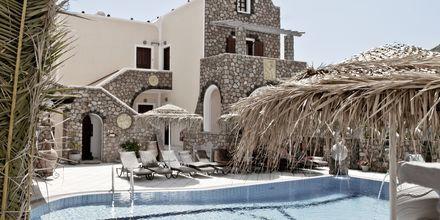 Hotel Polydefkis i Kamari på Santorini, Grækenland.