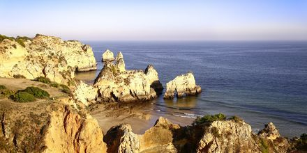 Praia dos Tres Irmas ved ved Portimao på Algarvekysten, Portugal.