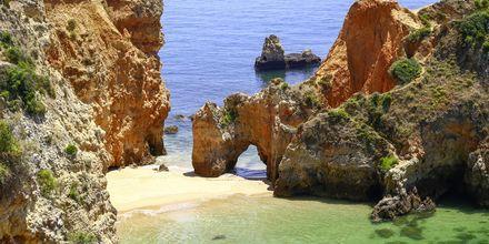 Praia de Joo de Arens ved Portimao på Algarvekysten, Portugal.
