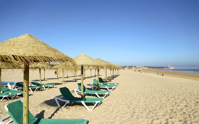 Praia da Rochastranden ved Portimao på Algarvekysten, Portugal.