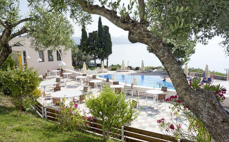 Poolområdet på Hotel Port Galini på Lefkas, Grækenland