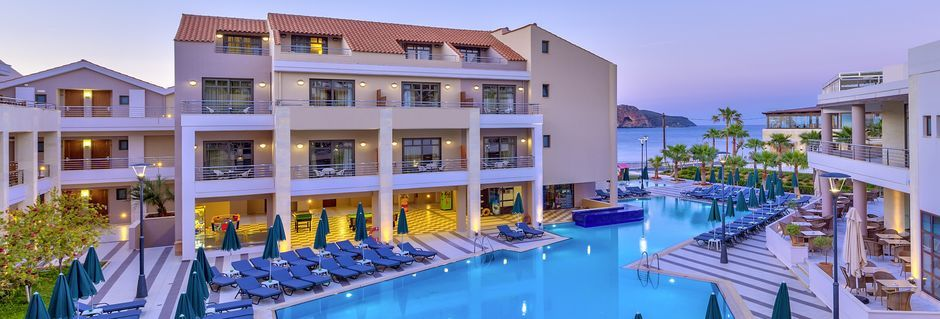 Poolområdet ved lejlighedsdelen Plaza de Porto på Porto Platanias beach & Spa på Kreta, Grækenland.