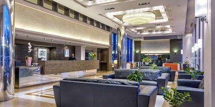 Reception på Hotel Porto Platanias Beach & Spa på Kreta, Grækenland.
