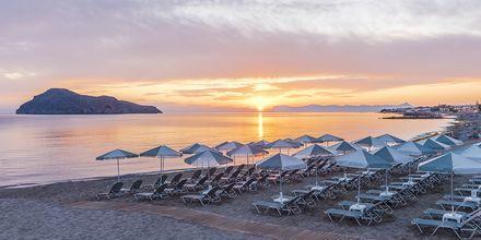 Stranden ved Hotel Porto Platanias Luxury Selection.