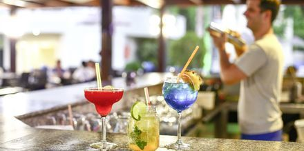 Bar på Hotel Poseidonia i Ixia på Rhodos, Grækenland.