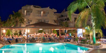 Poolområdet på Hotel Poseidonia i Ixia, Rhodos