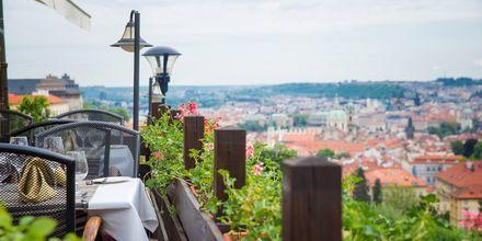 Café med udsigt over Prag.
