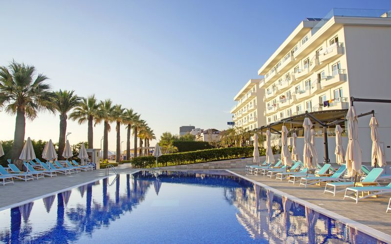Pool på Premium Beach, Durres Riviera, Albanien.