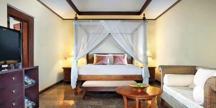 Deluxe-værelse på Hotel Puri Santrian i Sanur, Bali.